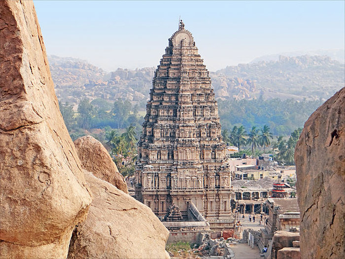 640px-1_Virupaksha_temple_Gopuram_Hampi_Vijayanagar_India